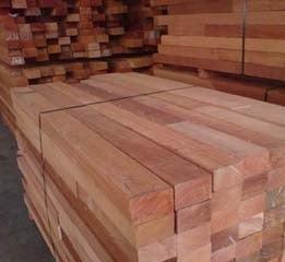 древесина темно-красный меранти